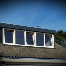 Compleet nieuwe dakkapel met kunststof kozijn gemaakt door Montagenzo