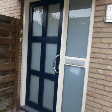 Kunststof kozijn met voordeur geleverd en gemonteerd door Montagenzo